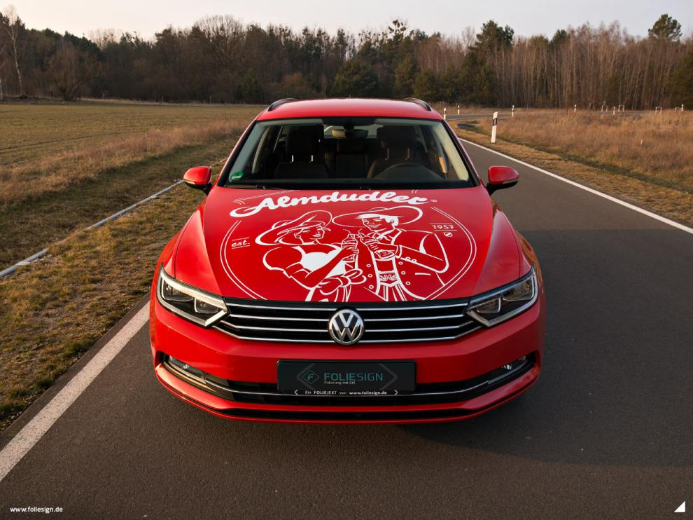 FOLIESIGN Vollfolierung VW Passat Almdudler Cardinal Red