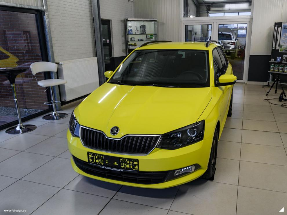 Skoda Fabia Vollfolierung Avery Gloss Ambulance Yellow FOLIESIGN