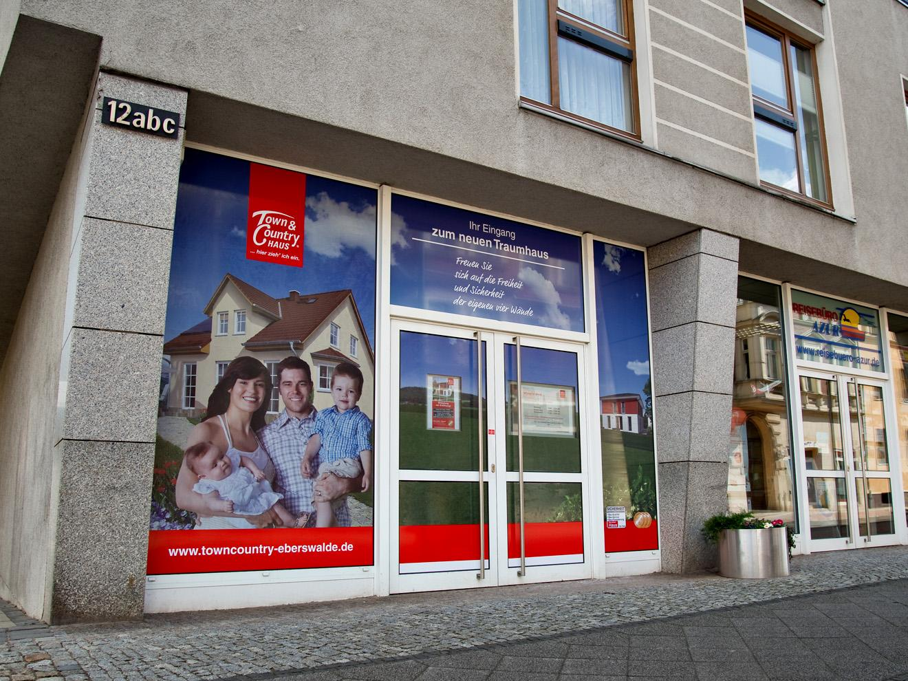 FOLIESIGN Schaufensterwerbung Lochfolie Digitaldruck Town&Country Eberswalde